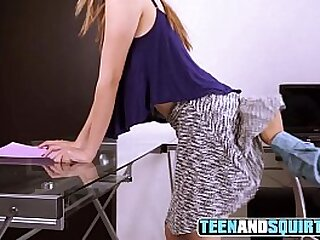 OFFICE HEAD CUM ON FACE - TEEN AND SQUIRT